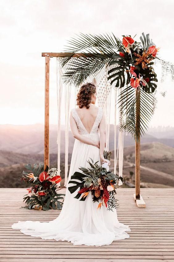 Tại sao bạn nên làm cổng cưới lá dừa Việt Hà event?