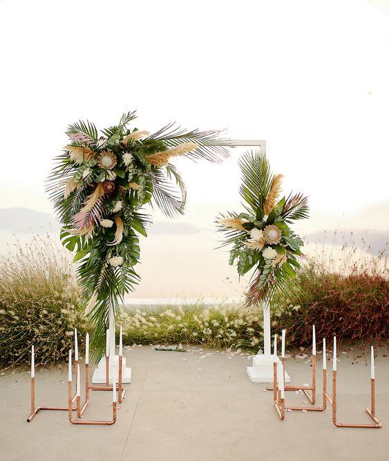 Cổng đám cưới làm bằng lá dừa