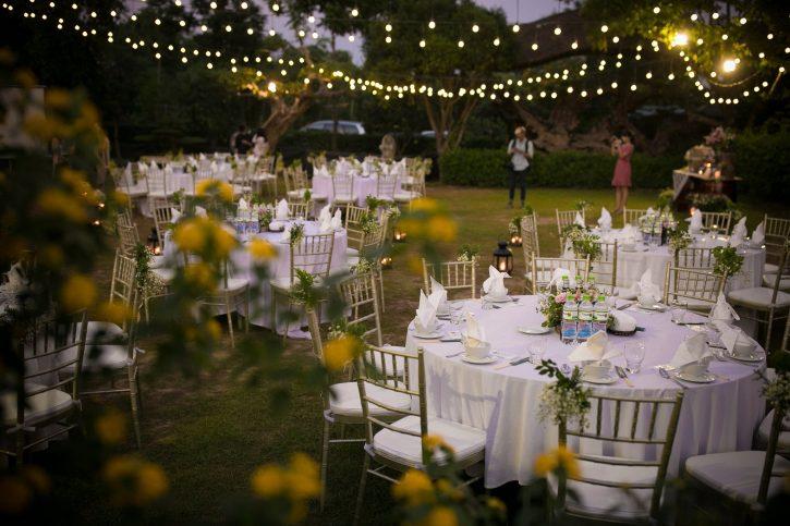 Chi phí tổ chức tiệc cưới ngoài trời trọn gói