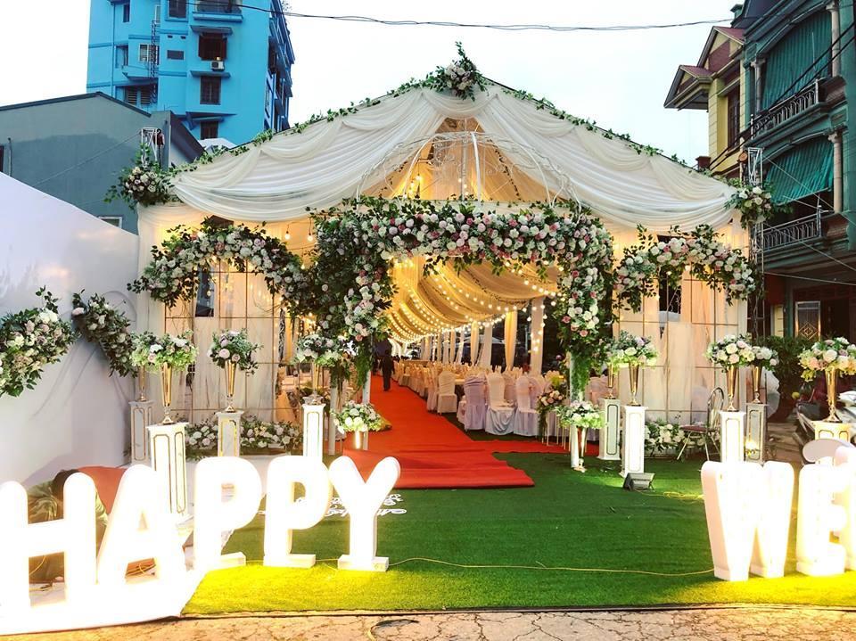 Trang trí rạp cưới tại nhà