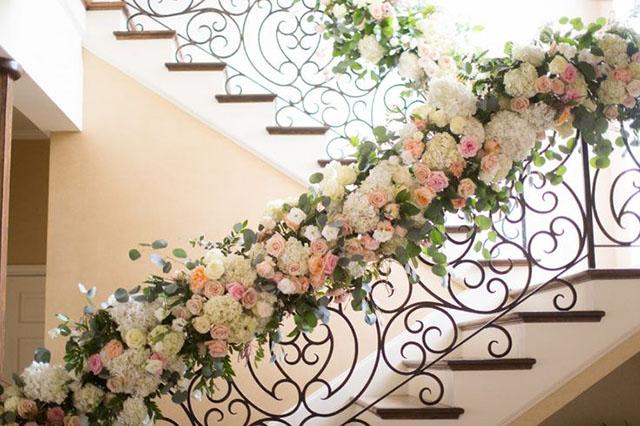 Trang trí cầu thang đám cưới