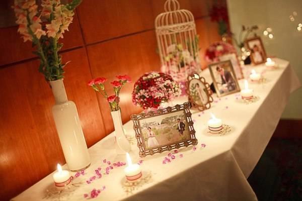 Trang trí phòng cưới bằng ảnh kỷ niệm